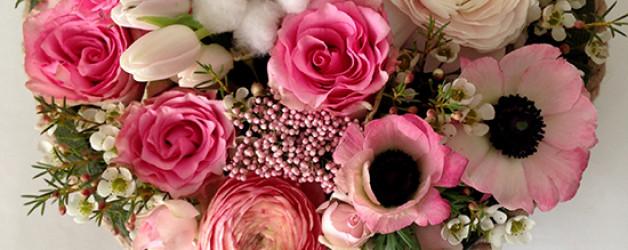 Сердце из розовыз роз, анемон и ранункулюсов