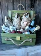 Ящик подарочный с рыбой.