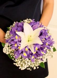 Свадебный букет с ирисами и лилией
