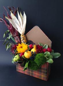 Цветы в конверте с кукурузой и тыквами.