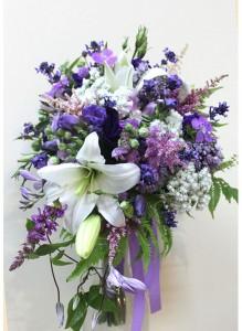Каскадный букет с полевыми цветами