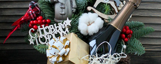 Сани с елкой, подарками и елкой