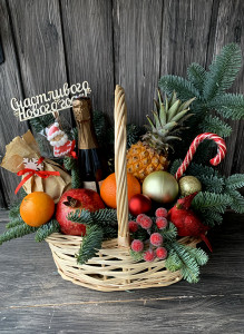 Новогодняя корзина с шампанским, фруктами, ананасом и чаем!