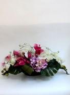 Композиция из искусственных цветов с магнолией и орхидеями
