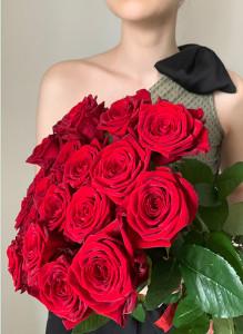 """Букет из 19 роз """"Ред Наоми""""."""