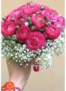 Букет с розовыми ранункулюсами.