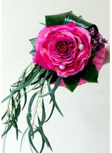 Букет невесты — гламелия из лепестков розовых роз