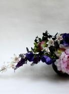 Композиция из искусственных цветов с лилией, пионом, орхидеями и анемонами.
