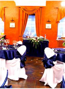 Декор свадебного банкета в бело-синем цвете.