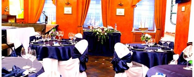 Оформление свадьбы в бело- синих тонах.