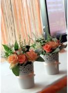 Композиция на стол молодоженов с персиковыми розами.
